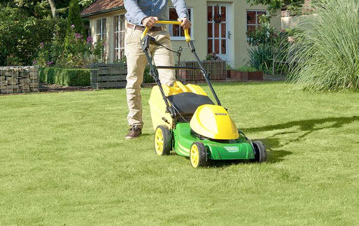Rasen mähen: Wie wird der Rasen richtig gemäht